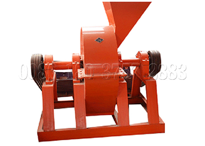 Cage crusher for organic fertilizer