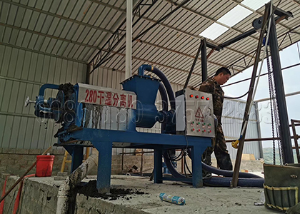 Cow dung solid-liquid separating machine