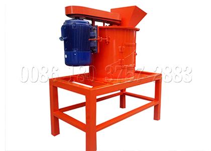 Vertical cow dung pulverizer